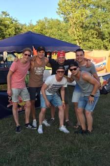 Twentse vrienden verkopen unieke 'Max Vers Tappen'-bus