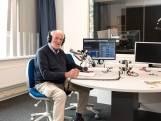 Anthon (85) gaat gewoon lekker door bij Radio Schouwen-Duiveland: 'Zo lang de luisteraars maar genieten'