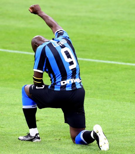 Buteur avec l'Inter, Romelu Lukaku s'agenouille pour George Floyd