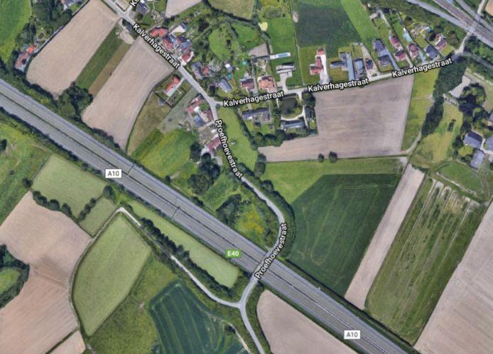 Geluidsschermen plaatsen op de bruggen langs de E40 zou een peperdure ingreep betekenen voor de gemeente.