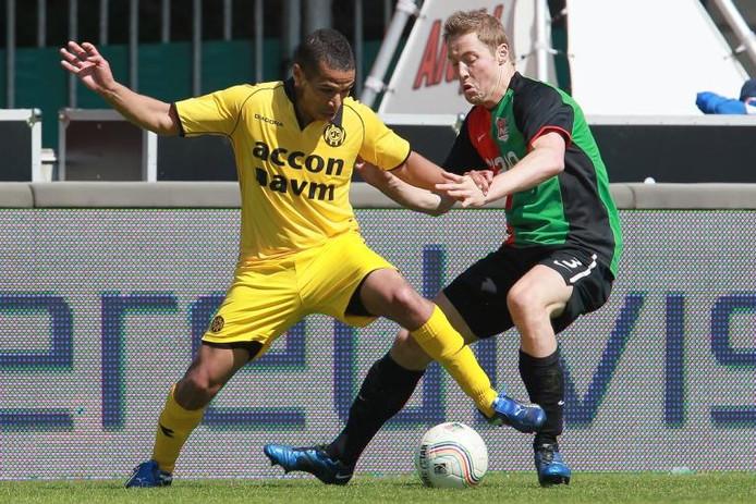 NEC-speler Rens van Eijden (rechts) in duel met Anouar Hadouir van Roda JC. foto Broer van den Boom