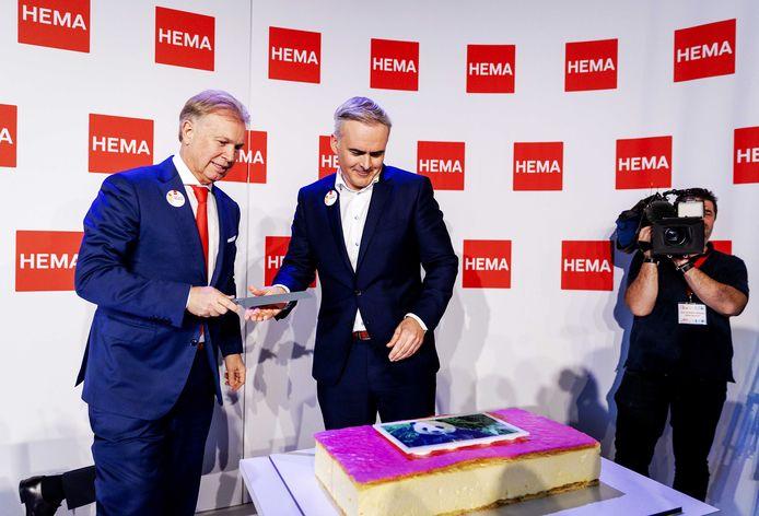 Ondernemer Marcel Boekhoorn (links) en algemeen directeur Tjeerd Hegen afgelopen oktober tijdens de persconferentie over de overname van Hema. De zakenman kocht de warenhuisketen van Lion Capital.