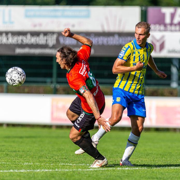 Finn Stokkers, de enige fitte centrumspits in de selectie van RKC, bleef tegen NEC het langste staan van alle elf basisspelers. Maar ook hij kon het vijandelijke doel niet vinden.