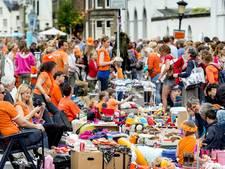 Tientallen marktkramen op Koningsdag in Sint Jansklooster