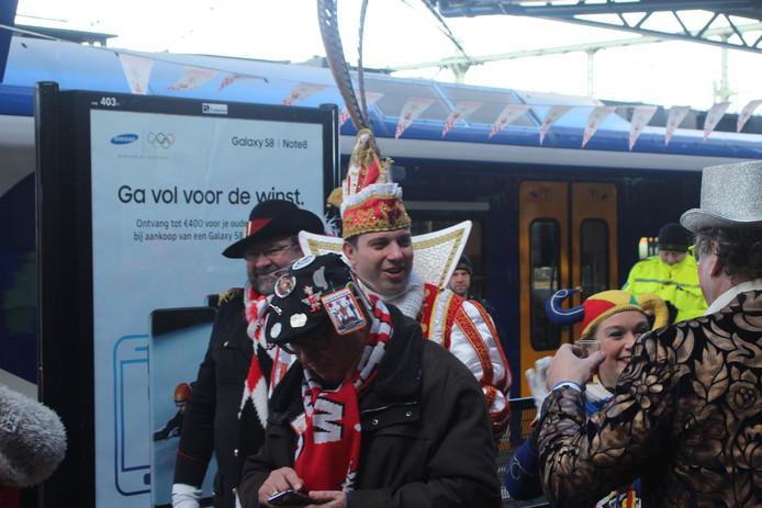 Markus I arriveert op 'Tullepetaonestad Centraal' voor optocht in Roosendaal