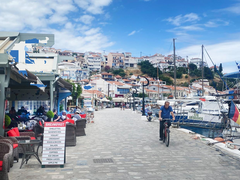 In de haven van Samos is het nog vrij rustig Beeld Thijs Kettenis