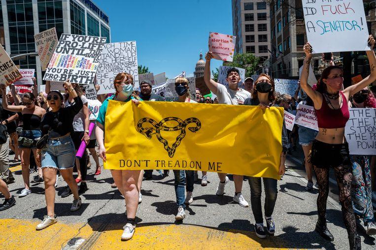 Een anti-abortusbetoging in Austin, Texas. Iedereen kan nu iemand aanklagen op verdenking van medewerking aan een abortus van na zes weken. Beeld Getty Images
