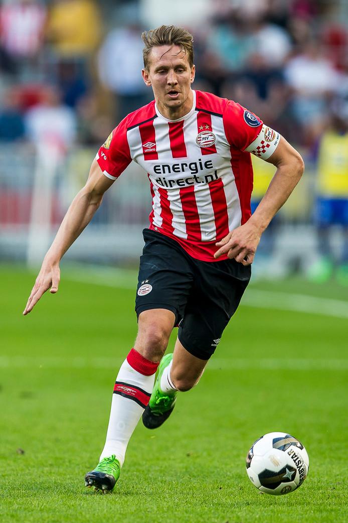 Luuk de Jong in actie voor PSV. Hij zit bepaald niet in de beste fase van zijn carrière.