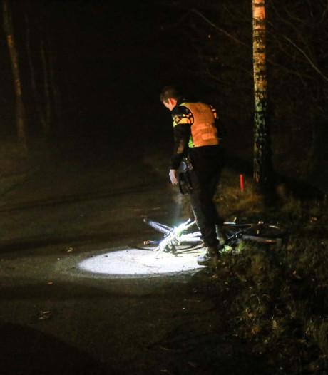 Fietsster zeer ernstig gewond achtergelaten na aanrijding, automobiliste (32) opgepakt