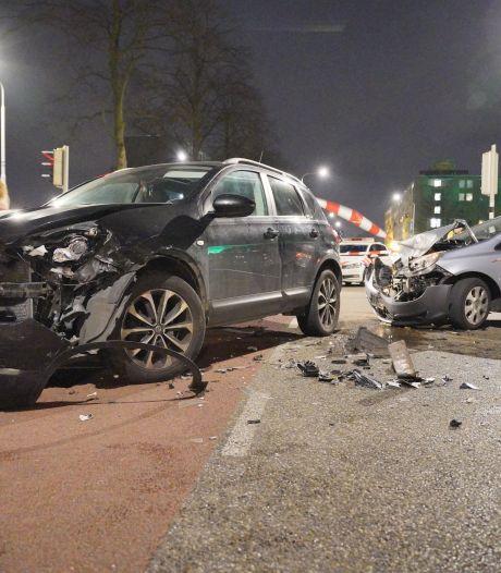 Drie kinderen en volwassene gewond naar het ziekenhuis na botsing in Nijmegen