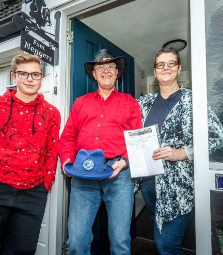 De Graafschap-hoed van Bennie Jolink geveild voor 930 euro: 'Een koopje'