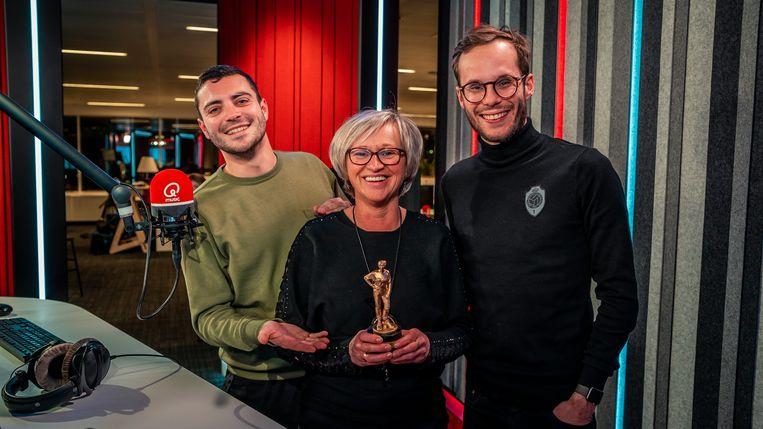 Qmusic-luisteraar Ria uit Oudsbergen krijgt eigen 3D-awardbeeldje.