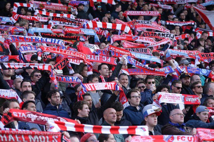 Fc Utrecht Vraagt Fans Om Zondag Oude Kleding Mee Te Nemen Naar Wedstrijd Utrecht Ad Nl