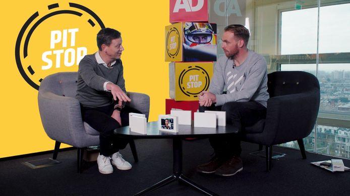 Presentator Etienne Verhoeff en Formule 1-watcher Arjan Schouten bespreken het nieuws rondom de Formule 1.