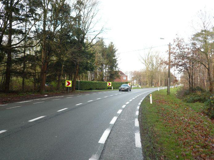 Een archiefbeeld van de Gentweg in Lembeke.