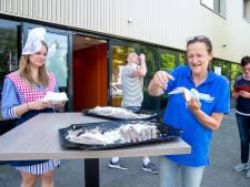 Eerste Hollandse Nieuwe voor GGD-personeel in Dalfsen: 'Zij zorgen ervoor dat iedereen zich als vis in het water voelt'