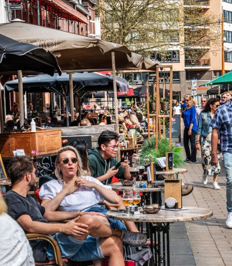 Coronapas in de horeca: Tilburg gaat 'handhaven met charme'