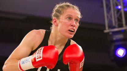 Delfine Persoon verdedigt wereldtitel opnieuw met succes, Keniaanse voor de bijl met technische knock-out