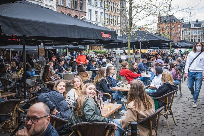 De volle terrassen zorgden ook voor volle wegen in Gent