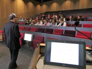 Studenten moeten hoe dan ook zoals beloofd vanaf 26 april weer colleges live op school kunnen volgen