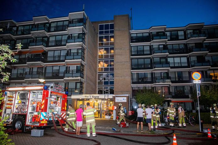 Hulpdiensten bij een zeer grote brand in zorgcentrum 't Heycop in Breukelen.