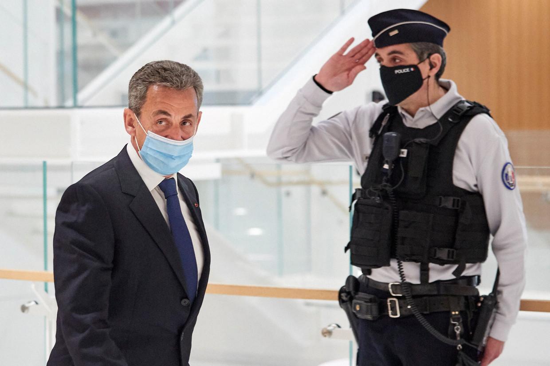 Sarkozy verlaat de rechtbank Beeld Getty Images