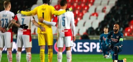 Met deze blik gaat Lacazette opzichtig de confrontatie aan met de spelers van Slavia