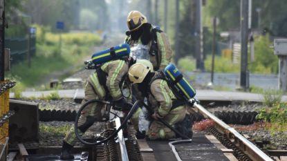 Brand op spoorwegbrug snel onder controle