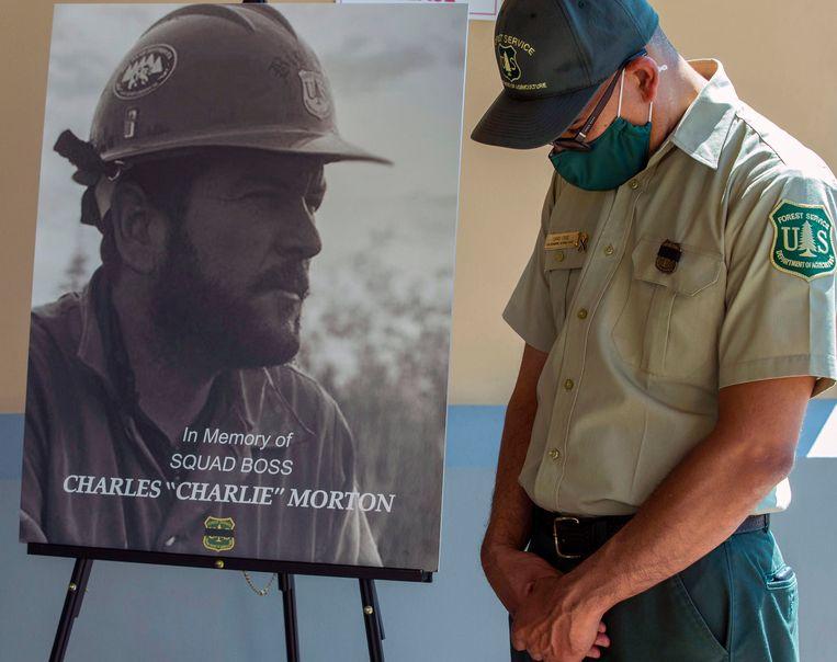 Een brandweerman (Charles of Charlie Morton) kwam om het leven tijdens de bluswerken.  Beeld AP