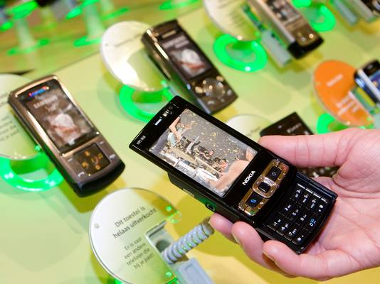 """Jarenlang verkochten providers ,,gratis"""" mobieltjes, sinds de eeuwwisseling gaat het om 10 tot 20 miljoen toestellen. Een dergelijk toestel is eigenlijk een lening, meent de Hoge Raad"""