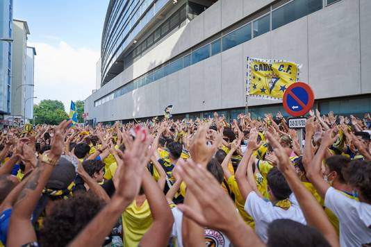 Duizenden fans van Cádiz hielden zich niet aan de coronamaatregelen.