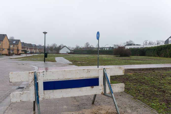 Een braakliggend terrein aan de Stakenborgakker.
