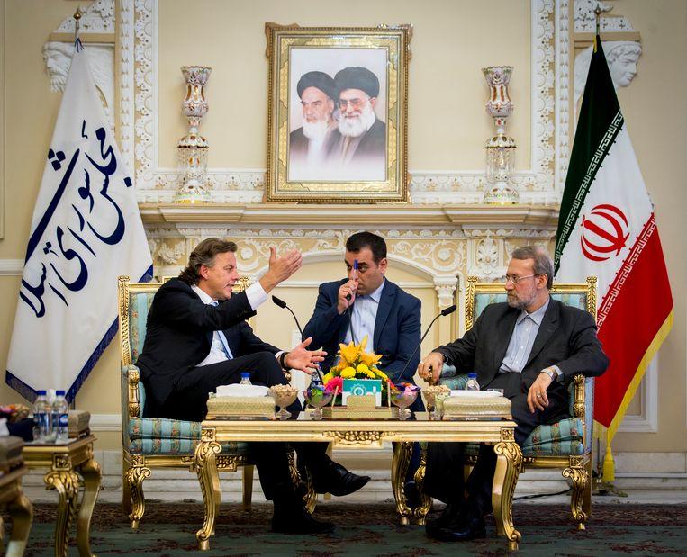 Toenmalig minister van Buitenlandse Zaken Bert Koenders ontmoet de Voorzitter van het Iraanse Parlement Ali Larijani (R) in Teheran in 2015 Beeld ANP