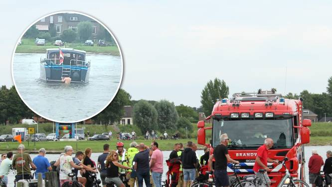 Schipper vaart bootje op kabel Wijhese veer en waagt een riskante poging om los te komen