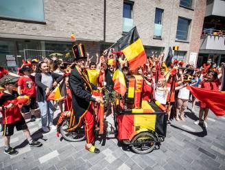 #REDCHALLENGE. Van zanger op bakfiets tot een feestje met de Snollebollekes: Lommel kleurt rood voor uitdaging Leandro Trossard