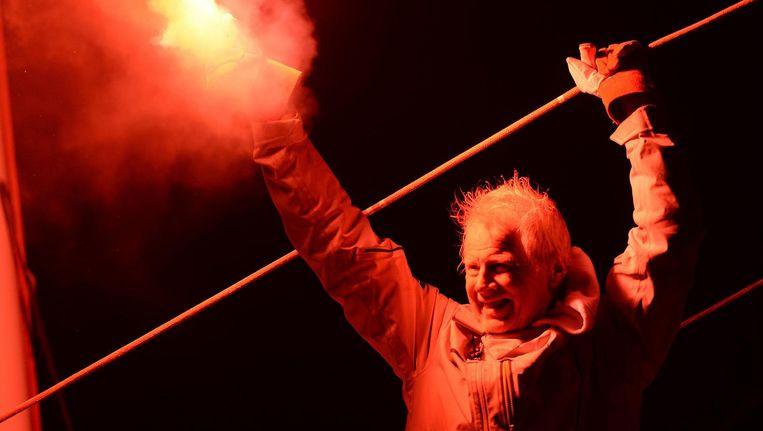 Zeezeiler Pieter Heerema komt aan in Frankrijk. Beeld afp