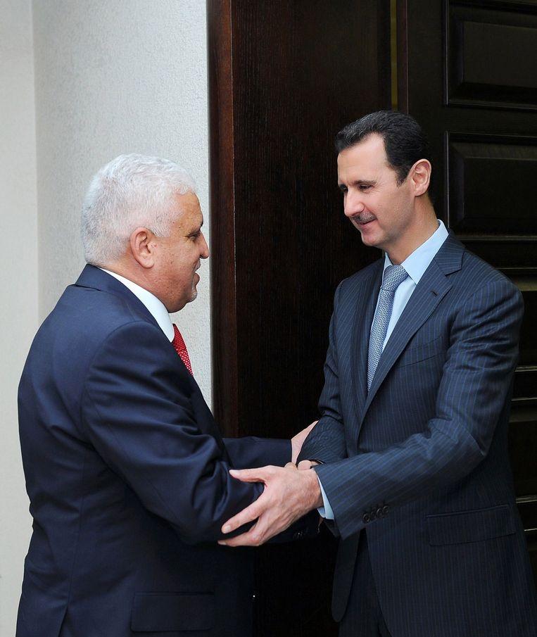 De Syrische president Bashar al-Assad met de Iraakse veiligheidsadviseur Faleh al-Fayyad. Beeld afp