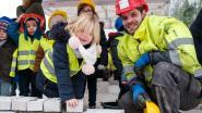 VIDEO: Kleuters leggen eerste steen van nieuw schoolgebouw