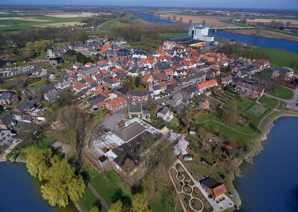 De meeste verdedigingswerken zijn eeuwen geleden al gesloopt, maar Ravenstein is nog steeds herkenbaar als vestingstadje.