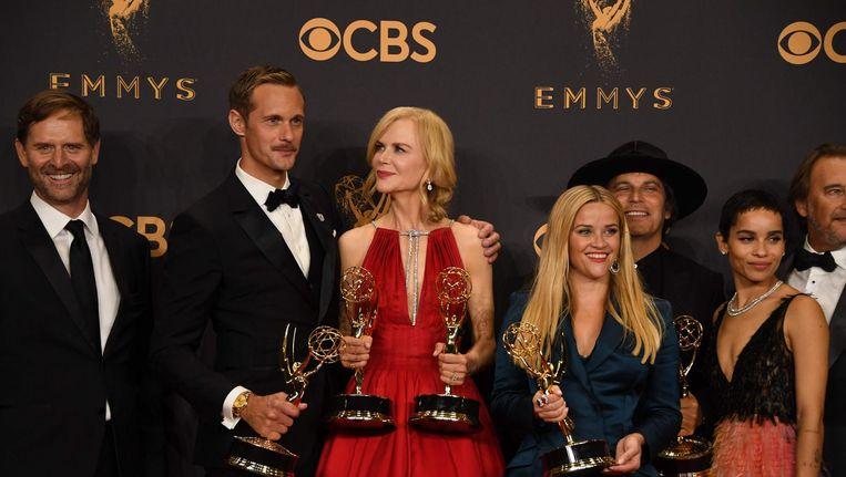 Reese Witherspoon en Nicole Kidman poseren met de cast en crew van Big Little Lies Beeld afp