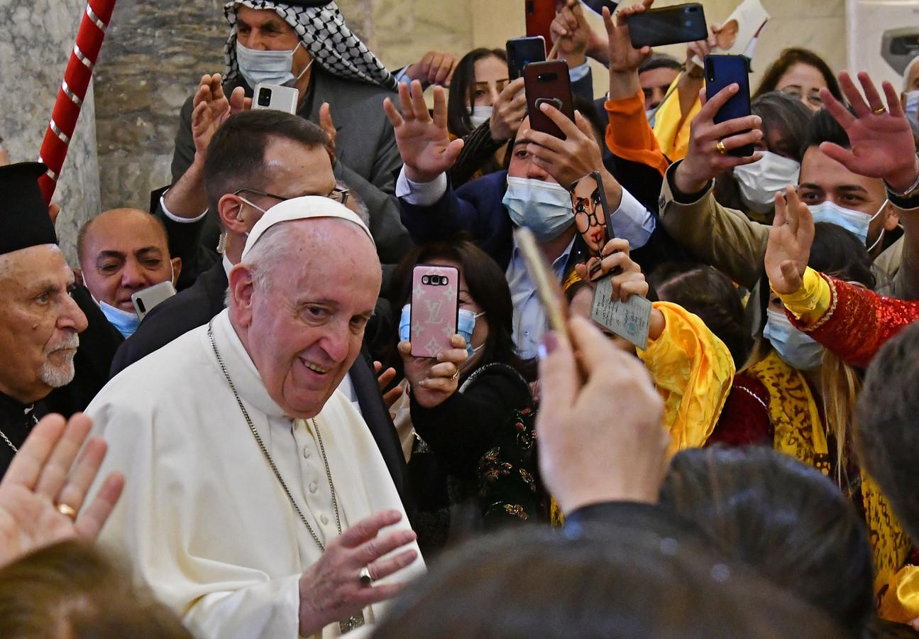 De paus wordt feestelijk onthaald in Qaraqosh