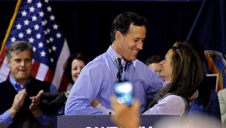 Rick Santorum met zijn vrouw Karen. Beeld epa
