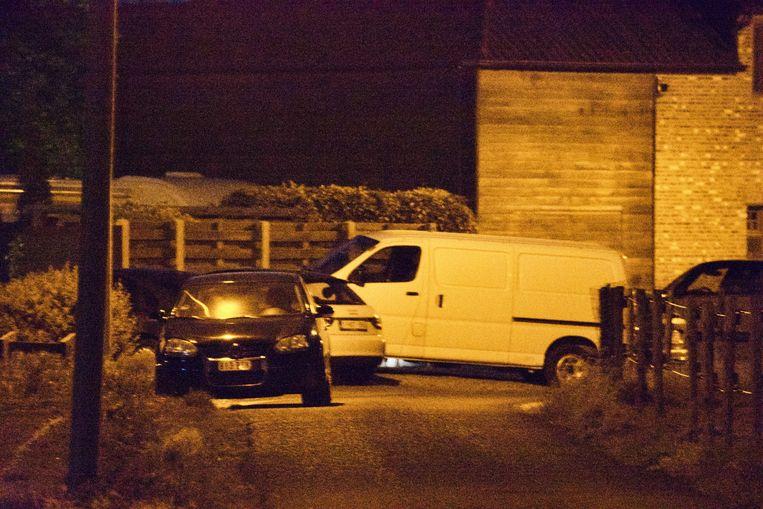 De speurders vielen vannacht ook binnen aan het adres van Conings en namen ondermeer DNA-stalen mee. Beeld Marco Mariotti