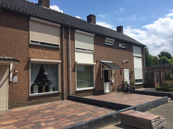 Een bewoner van Marius de Langenstraat in Oss werd in elkaar geslagen met een honkbalknuppel.