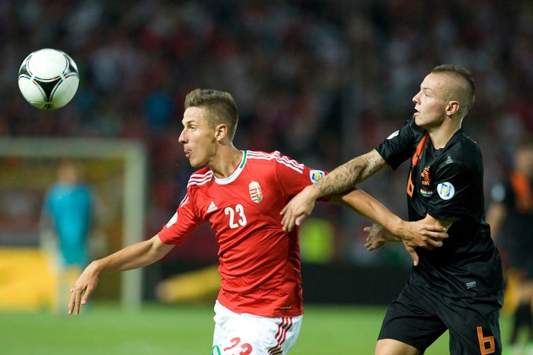 Jordy Clasie, right, of the Netherlands challenges Krisztian Nemeth of Hungaryduring their  World Cup 2014 Group D  qualifying soccer  match in Puskas Ferenc Stadium in Budapest, Hungary, Tuesday, Sept. 11, 2012. (AP Photo/MTI, Szilard Koszticsak) Beeld AP