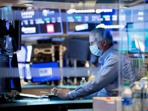 Le Dow Jones franchit pour la 1re fois de son histoire la barre des 30.000 points