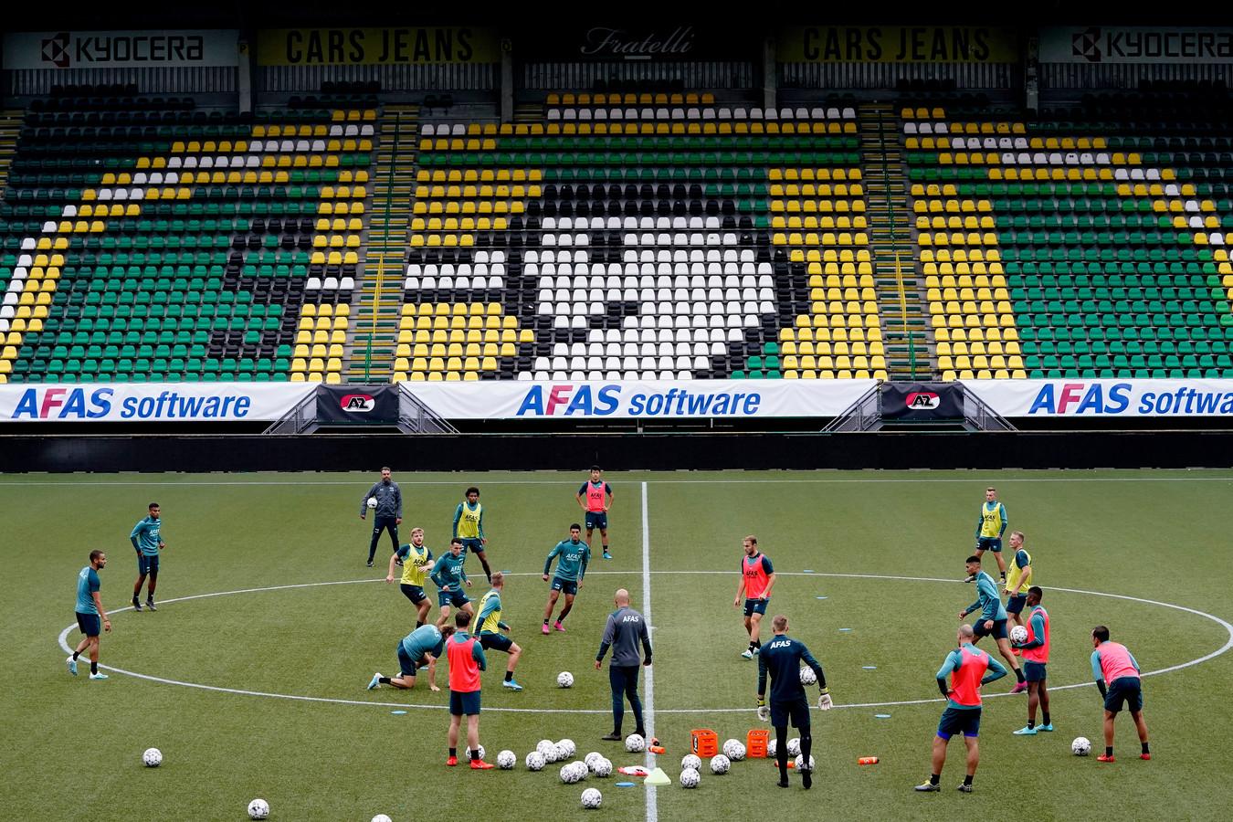 AZ traint in het Cars Jeans Stadion.