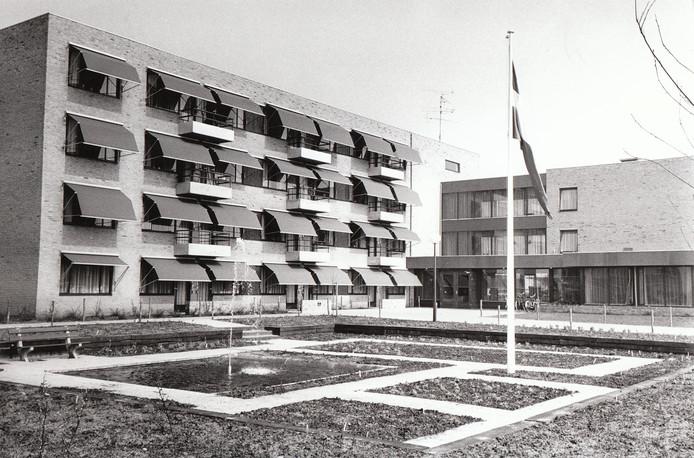 Het bejaardenhuis Marishof in Maarheeze, kort na de opening.
