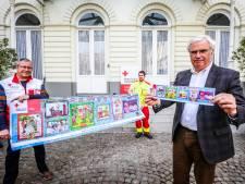 Gouverneur Carl Decaluwé koopt eerste Rode Kruis-sticker in West-Vlaanderen: vrijwilligers staan vanaf vandaag aan supermarkten
