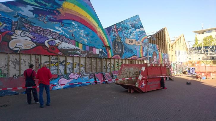 Daar gaat de geliefde graffitiwand